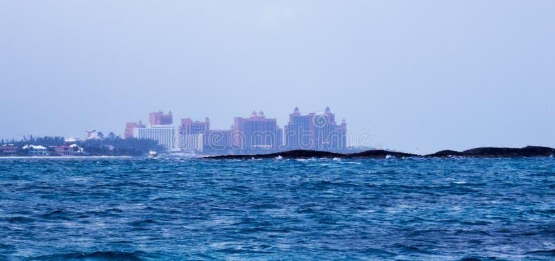 Paradise-Eiland van een boot in de Oceaan stock fotografie