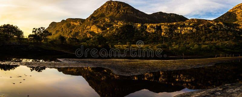 Paradise Lapinha maximum på solnedgången på en stillhet och en fridsam dag royaltyfri fotografi