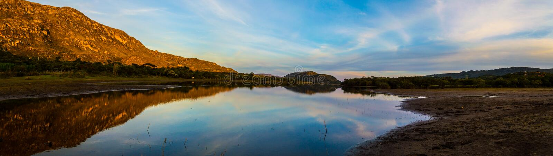 Paradise Lapinha maximum på solnedgången på en stillhet och en fridsam dag royaltyfria foton