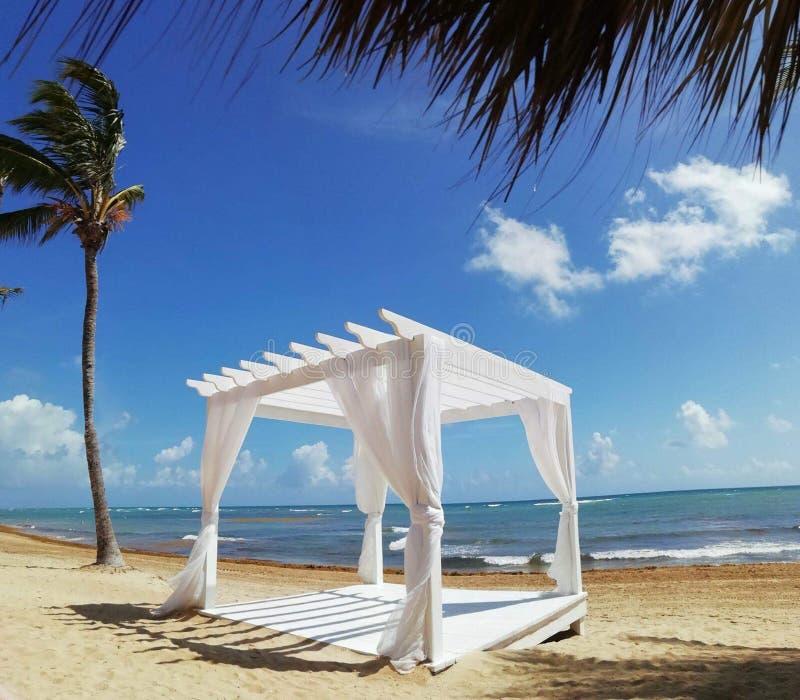 Paradise na praia na República Dominicana fotografia de stock