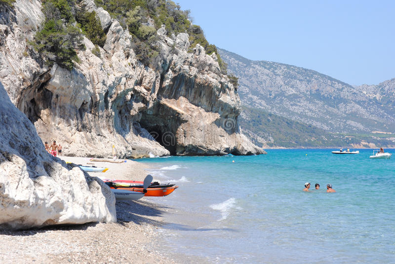 Paradiso Luna-Tropicale di Cala in Sardegna immagine stock