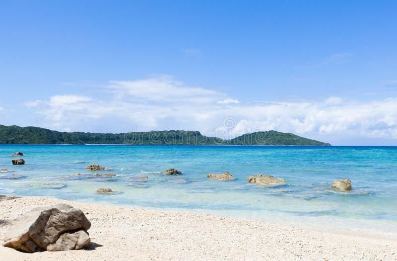 Paradiso tropicale abbandonato della spiaggia, Okinawa, Giappone fotografia stock libera da diritti