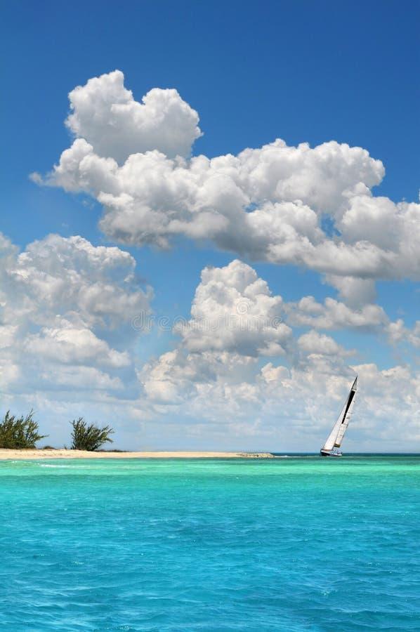 paradissegelbåt arkivfoton