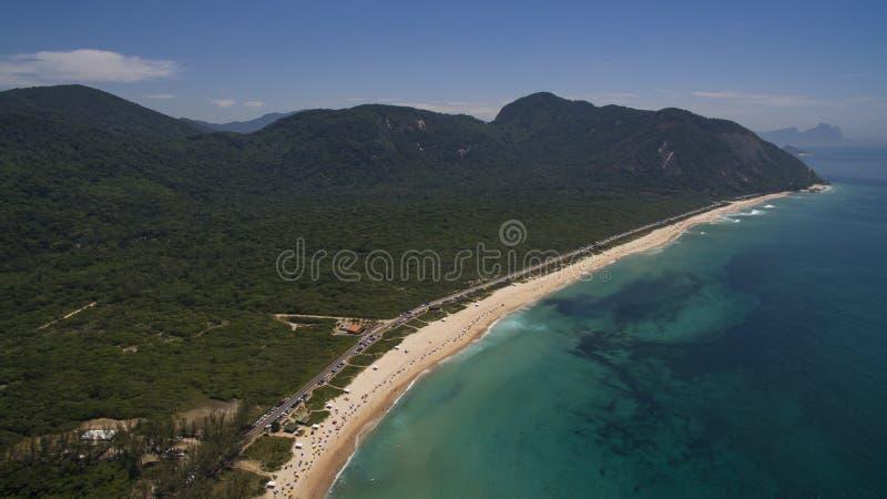 Paradisstrand, härlig strand, underbara stränder runt om världen, Grumari strand, Rio de Janeiro, Brasilien, Sydamerika Brasilien royaltyfri bild