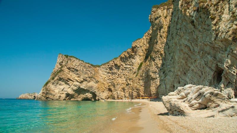 Paradisstrand nära Liapades som är västra av den Korfu ön, Grekland royaltyfria bilder
