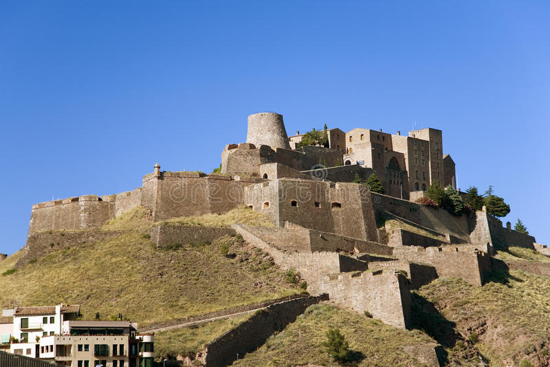 Parador De Cardona, ein mittelalterliches Schloss Abhang des 9 lizenzfreie stockfotografie