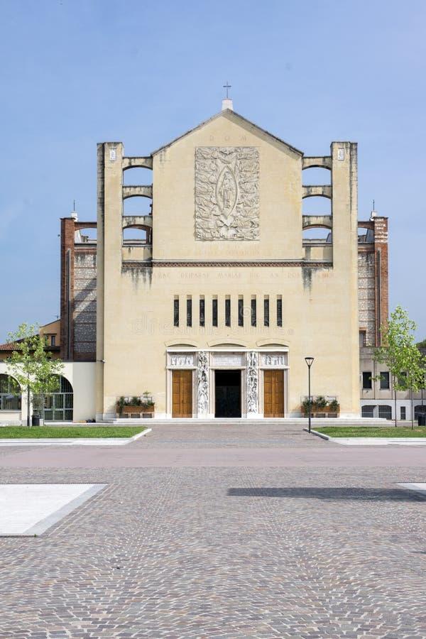 Parafia Niepokalany serce Mary, Tempio votivo -, ciekawa kościelna pobliska stacja kolejowa zdjęcie royalty free