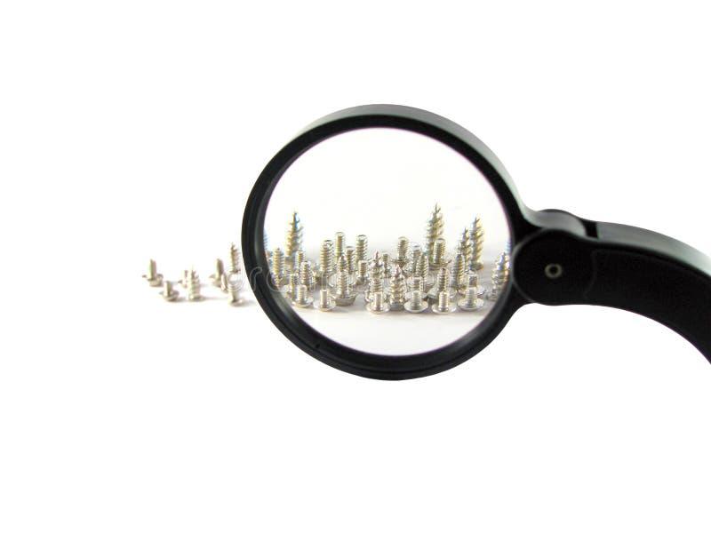 Parafusos e magnifier imagem de stock royalty free