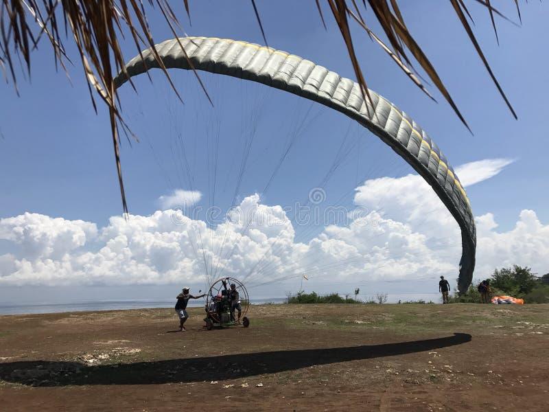 Paraglide lizenzfreie stockfotos