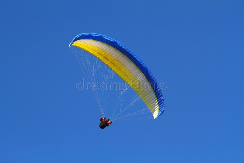 Paraglider amarelo fotografia de stock
