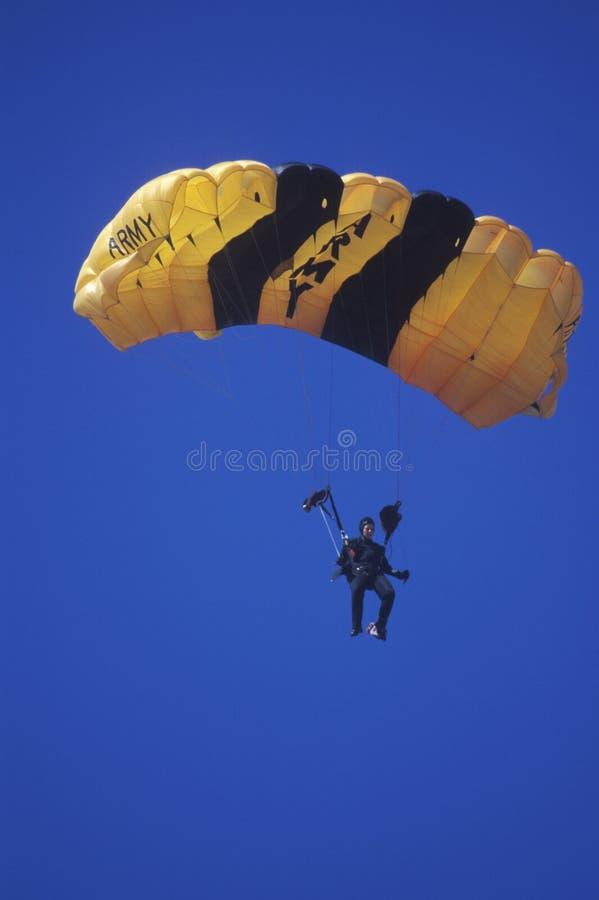 Paraglider do exército de Estados Unidos, Van Nuys Air Show, Califórnia imagens de stock royalty free