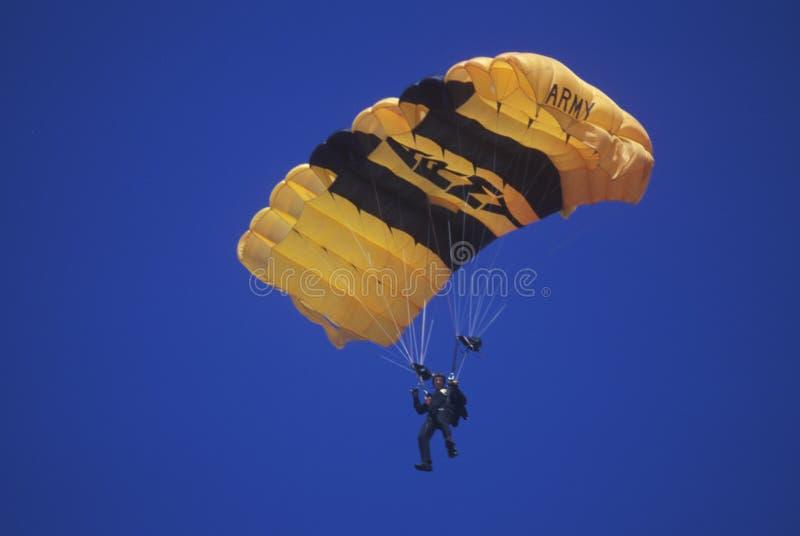 Paraglider do exército de Estados Unidos, Van Nuys Air Show, Califórnia imagem de stock royalty free