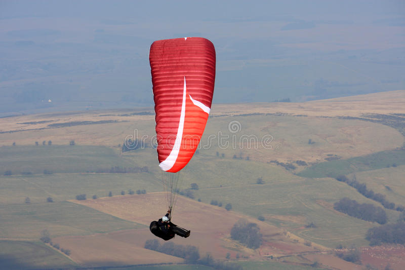 Paraglider em balizas de Brecon fotos de stock royalty free