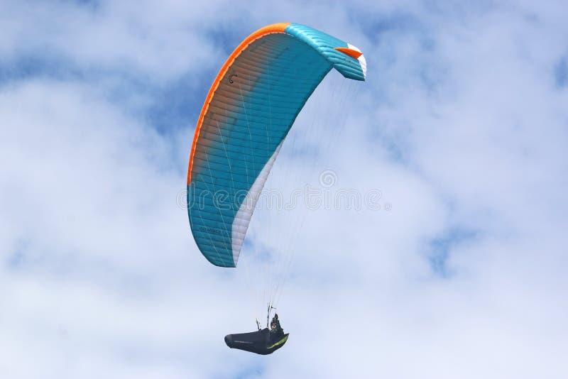 Paraglider lata b??kita skrzyd?o obraz royalty free