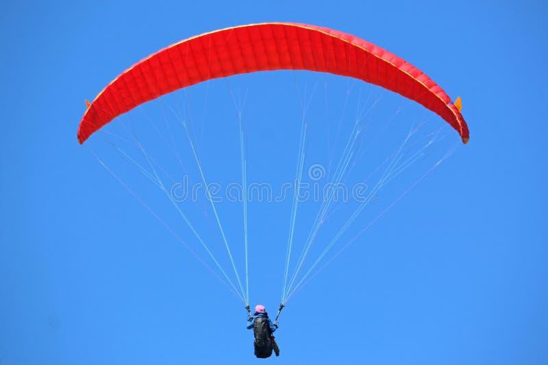 Paraglider latanie obrazy stock