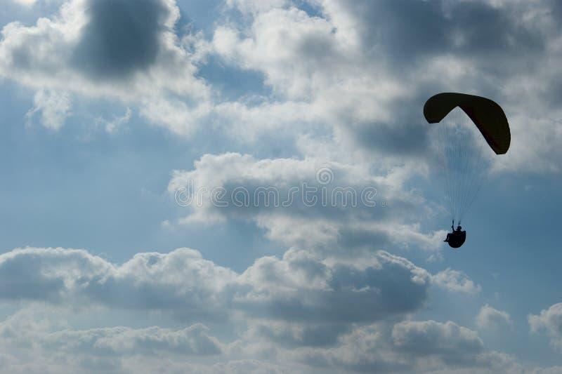 paraglider sylwetka obraz stock
