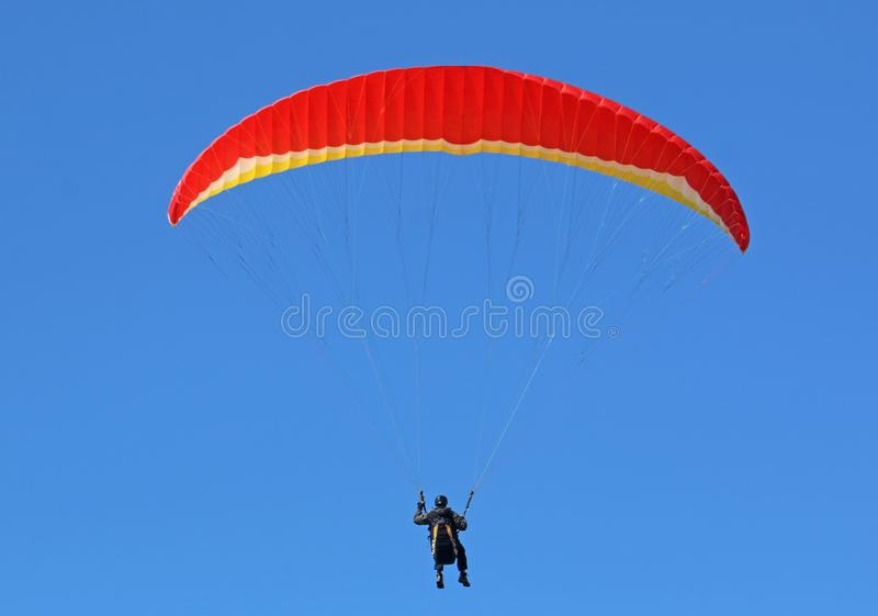 Paraglider w niebieskim niebie fotografia stock