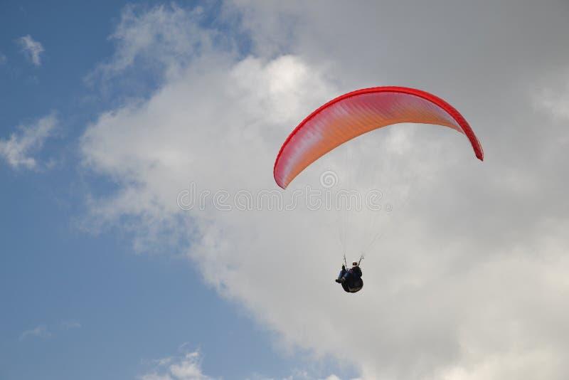 Paraglider w powietrzu obrazy stock