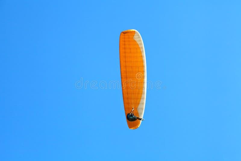 Paraglider w niebie zdjęcia stock