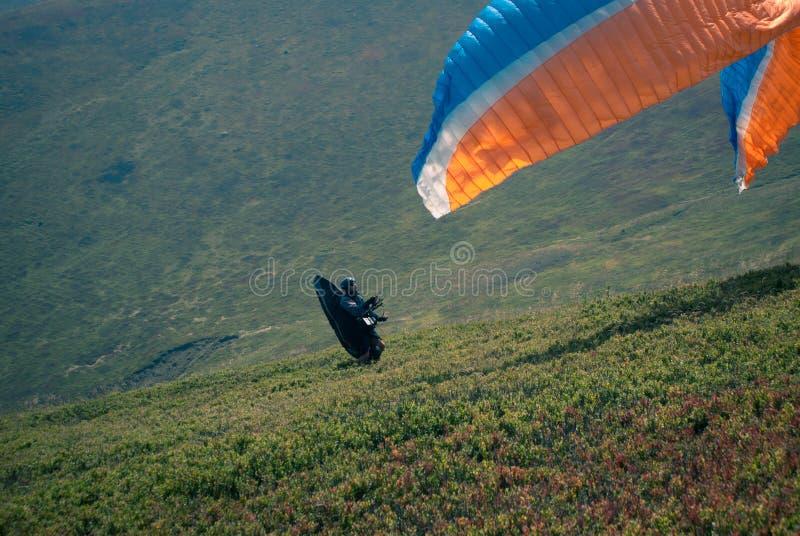 Paraglideren startar royaltyfria bilder