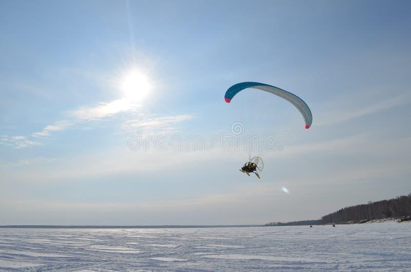 paragliding fotos de archivo