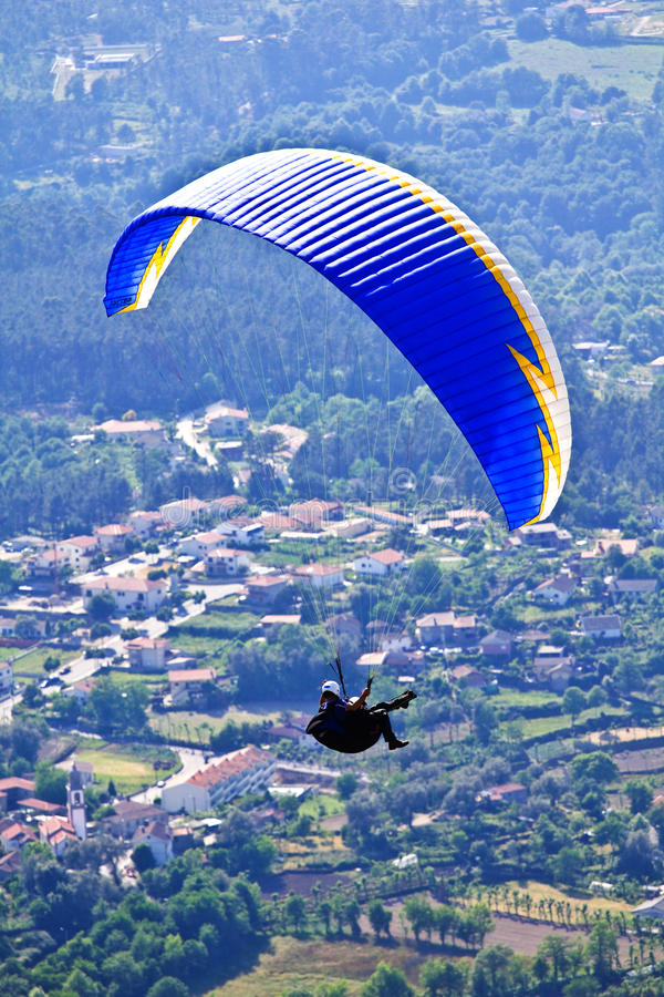 Download Paragliding editorial image. Image of below, activity - 14581285