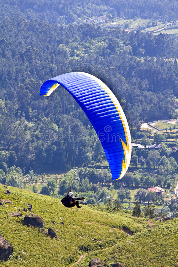 Download Paragliding editorial photo. Image of adventure, athlete - 14581341