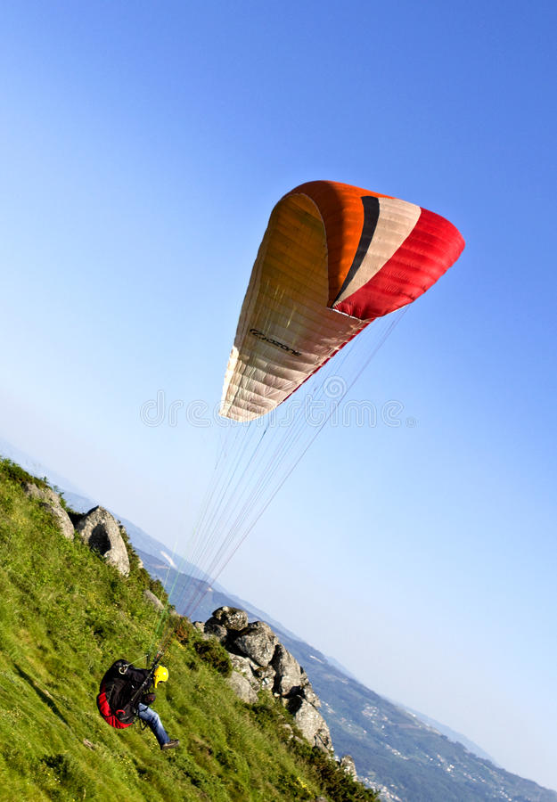 Download Paragliding editorial image. Image of hanging, cliff - 14619925