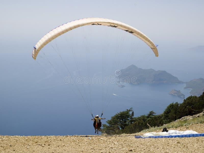 paragliding fotografering för bildbyråer