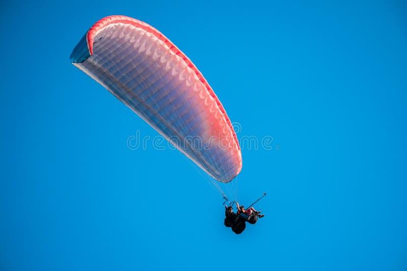paragliding lizenzfreies stockbild