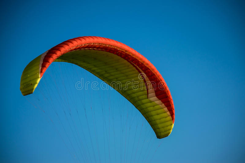 paragliding lizenzfreie stockfotografie