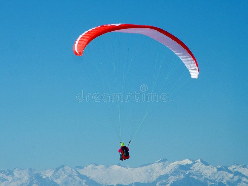 Download Paragliding стоковое изображение. изображение насчитывающей зима - 75201
