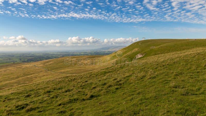 Paragliding en los valles de Yorkshire, Reino Unido fotografía de archivo