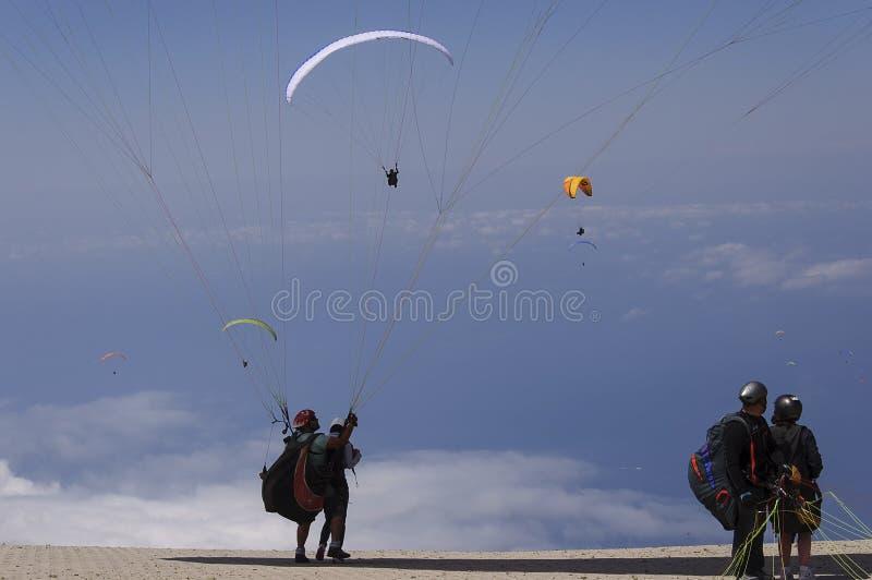 Paragliding i fethiye, kalkon royaltyfri bild