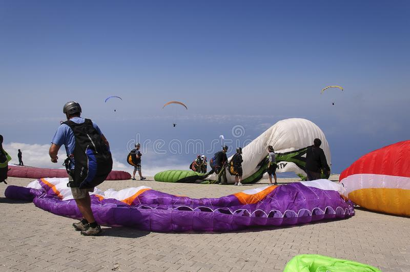Paragliding i fethiye, kalkon royaltyfri fotografi