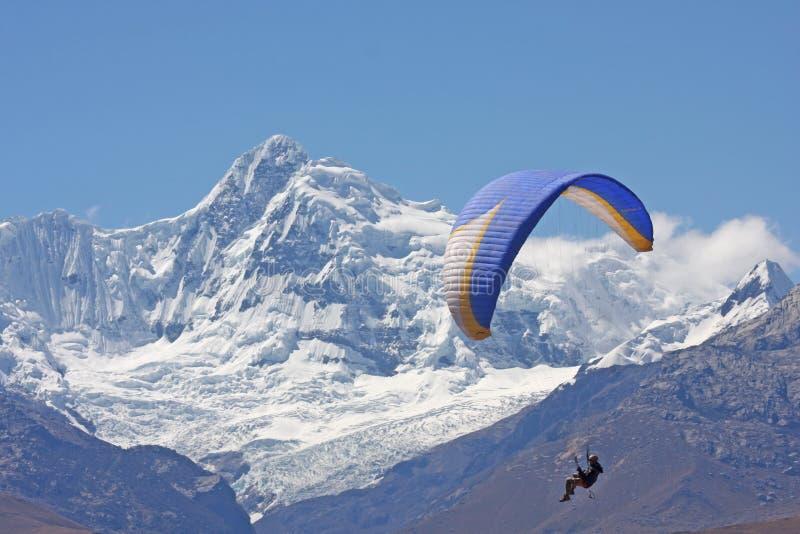 Paragliding i Peru royaltyfri foto