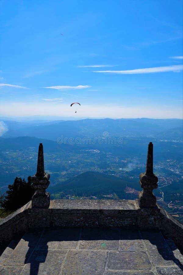 Paragliding i Portugal royaltyfri fotografi