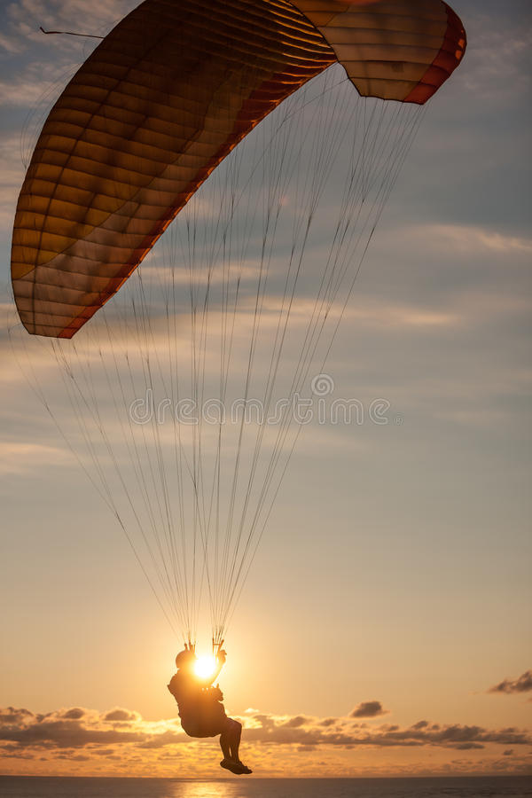 Paragliding nad morzem obrazy royalty free