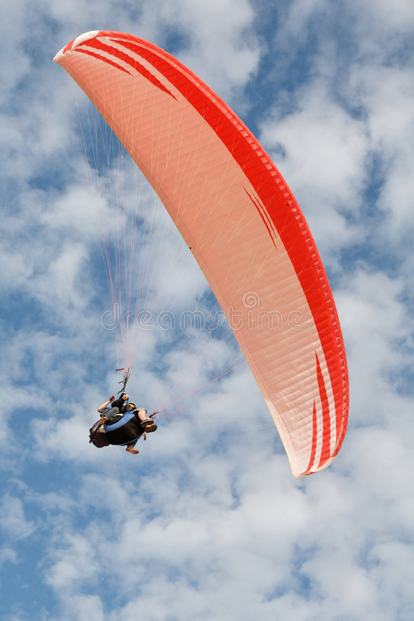 Paragliding och sun arkivbild