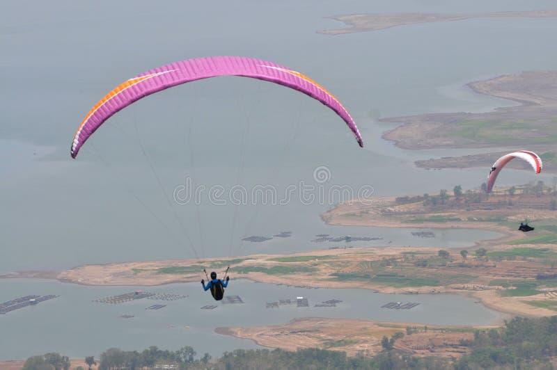 Paragliding rywalizacja w Indonezja obraz stock