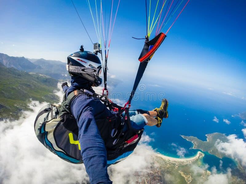 paragliding Turquia, Oludenizudeniz foto de stock
