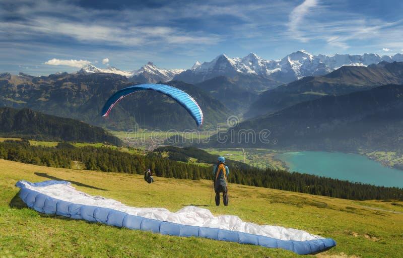 Paragliding w Szwajcarskich Alps obraz royalty free
