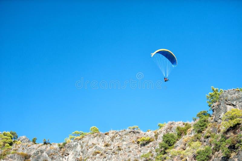 Paraglinding w oludeniz Turcja zdjęcia stock