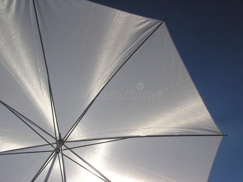 Paraguas blanco foto de archivo libre de regalías