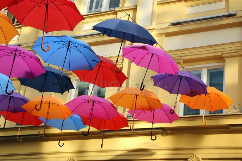 Paraguas coloridos en Belgrado fotografía de archivo
