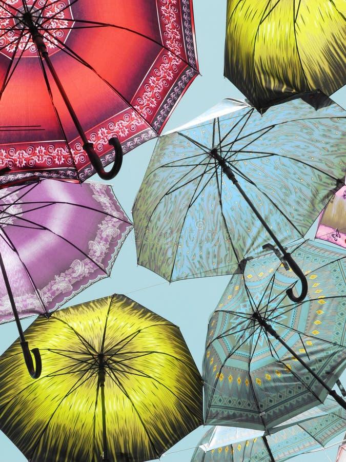 Paraguas en el cielo fotos de archivo libres de regalías