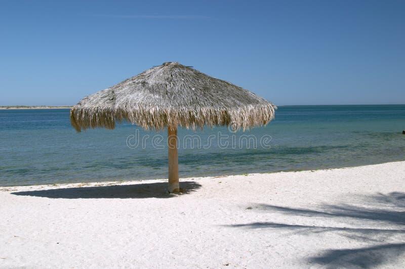 Paraguas en la playa de Paz de La imágenes de archivo libres de regalías