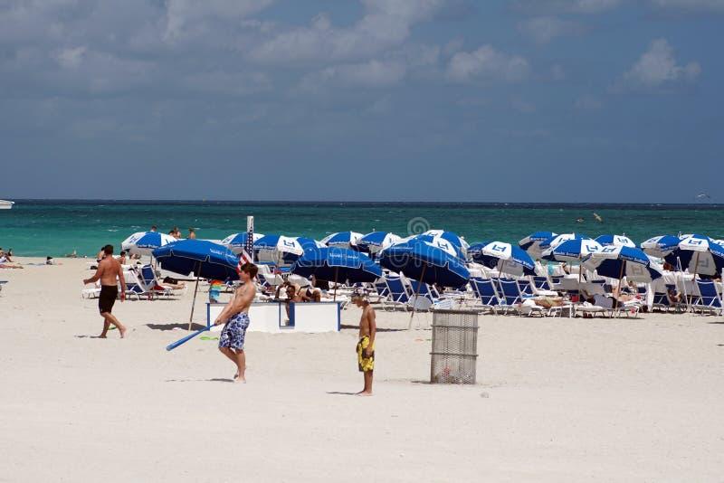 Paraguas en la playa del sur en Miami foto de archivo libre de regalías