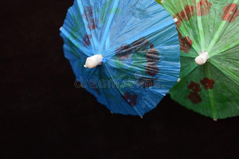 Paraguas minúsculos de la bebida imagen de archivo libre de regalías