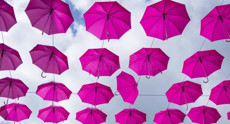 Paraguas rosados foto de archivo libre de regalías